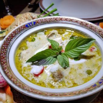 Image ofRetro Dubai Dining DoinDubai Benjarong Thai food
